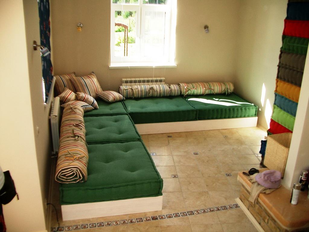 B 023 - диван-чилаут.